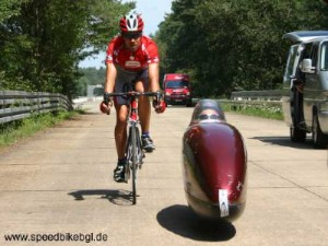 http://www.velomobile.org/images/stories/articles/Bandanschik/Georgiev/Liegerad20verkleidet1_thumb_medium300_225.jpg