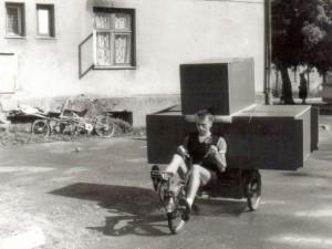 Klaipeda_1992_Nik_SOFABIKE_SKRUZDELYTE_transporting_furnitu